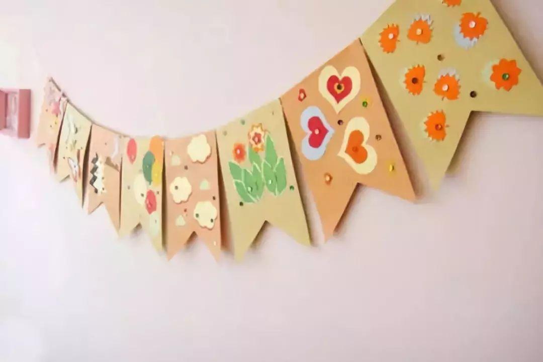 这样简单又漂亮的教室挂饰小制作,是不是很漂亮?赶快试试吧!