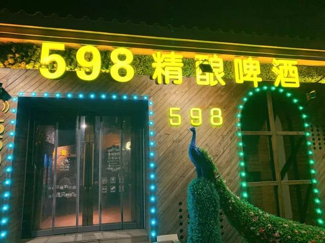 鞍山这家远离市中心的小酒馆,不到10块就能喝到现接的精酿