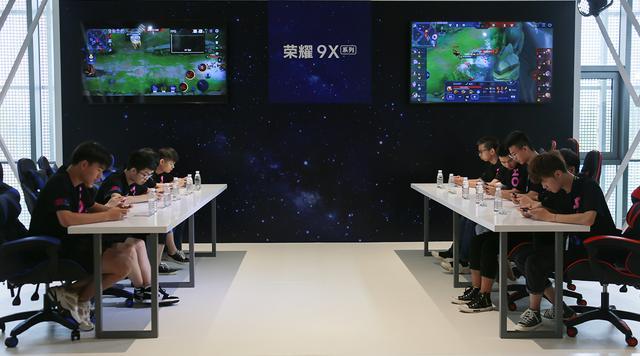 为满帧游戏打造的荣耀9X,发布会现场测试,极致性能,游戏满帧
