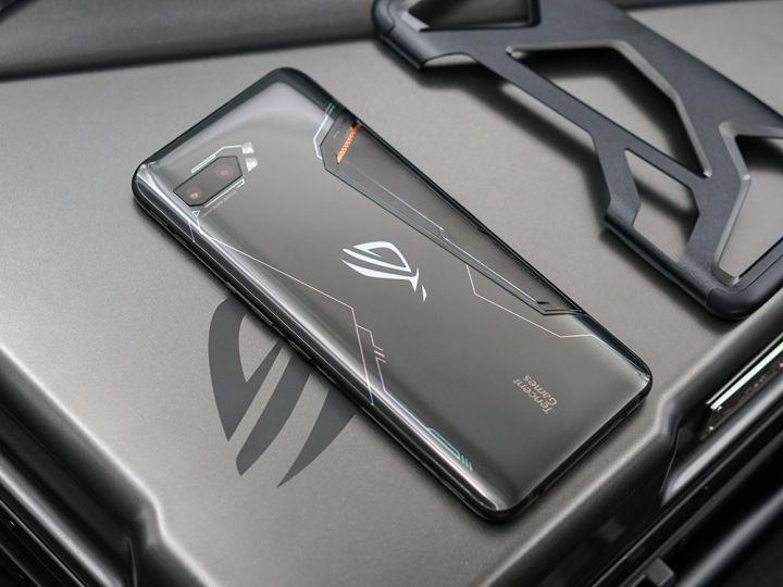 游戏综合资讯-免费yoqqROG游戏手机2图赏:硬核设计 信仰灯加持yoqq资源(7)