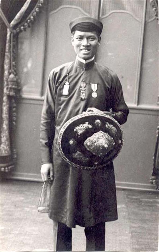 历史-越南阮朝王室相册,维新国王是个孩子,阮朝大臣是个华人(18)