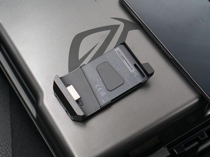游戏综合资讯-免费yoqqROG游戏手机2图赏:硬核设计 信仰灯加持yoqq资源(20)