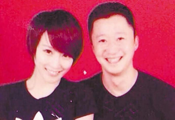 <b>明星们的结婚证照片, 吴京谢楠如热恋, 这两位最有夫妻相!</b>