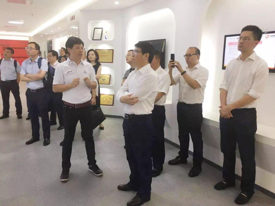 重庆市渝北区委副书记,区政府区长谭庆等领导一行到访