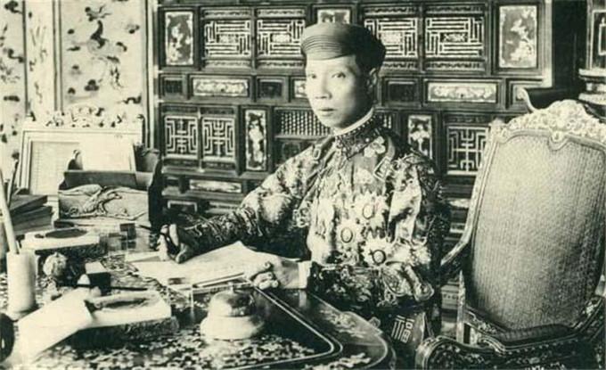 历史-越南阮朝王室相册,维新国王是个孩子,阮朝大臣是个华人(20)