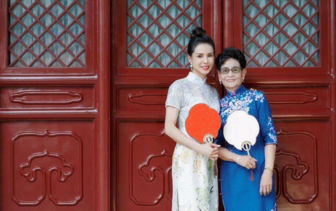 穿上旗袍的李若彤美得和24年前无差别!