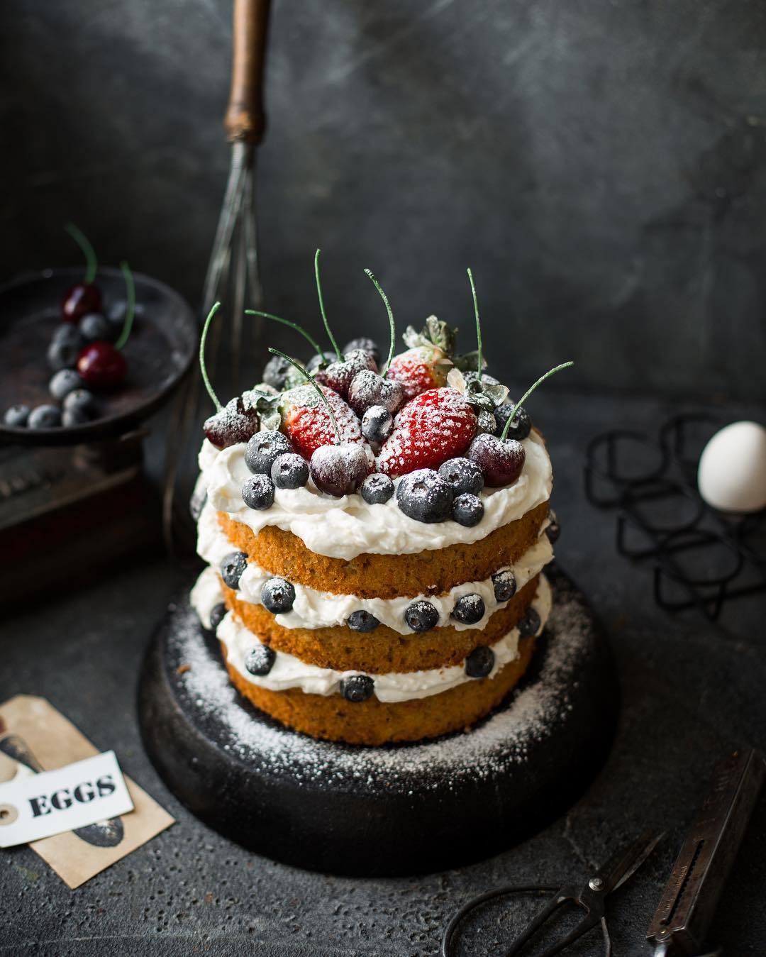 宠物-这位漂亮的美女蛋糕师,让猫咪来为蛋糕代言,将平淡无奇的蛋糕化腐朽为神奇(22)