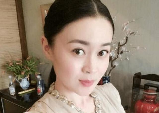 <b>赵本山女徒弟,36岁戏内戏外判若两人!</b>