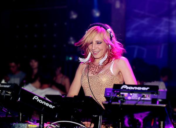电子舞曲制作过程中混音的重要性