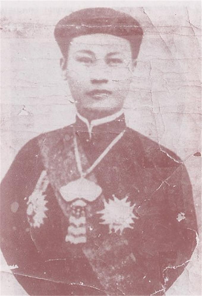 历史-越南阮朝王室相册,维新国王是个孩子,阮朝大臣是个华人(8)