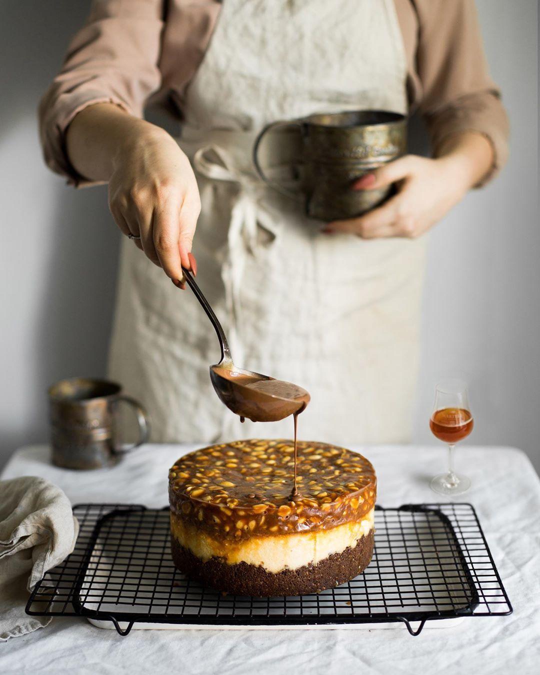 宠物-这位漂亮的美女蛋糕师,让猫咪来为蛋糕代言,将平淡无奇的蛋糕化腐朽为神奇(20)
