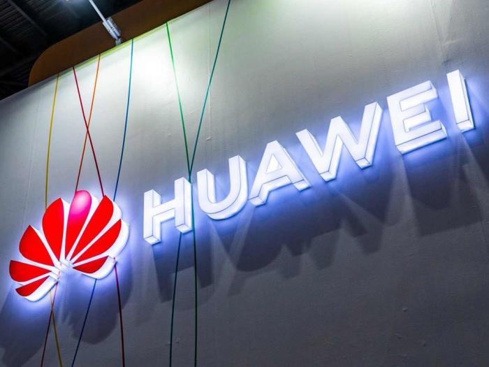 英国暂停决定是否允许华为参与5G建设:还得听美国的_赖特