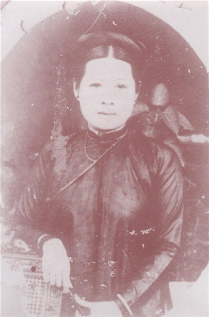 历史-越南阮朝王室相册,维新国王是个孩子,阮朝大臣是个华人(10)