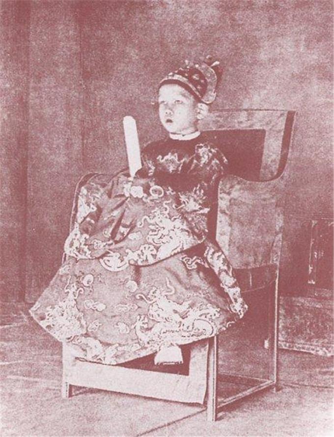 历史-越南阮朝王室相册,维新国王是个孩子,阮朝大臣是个华人(12)