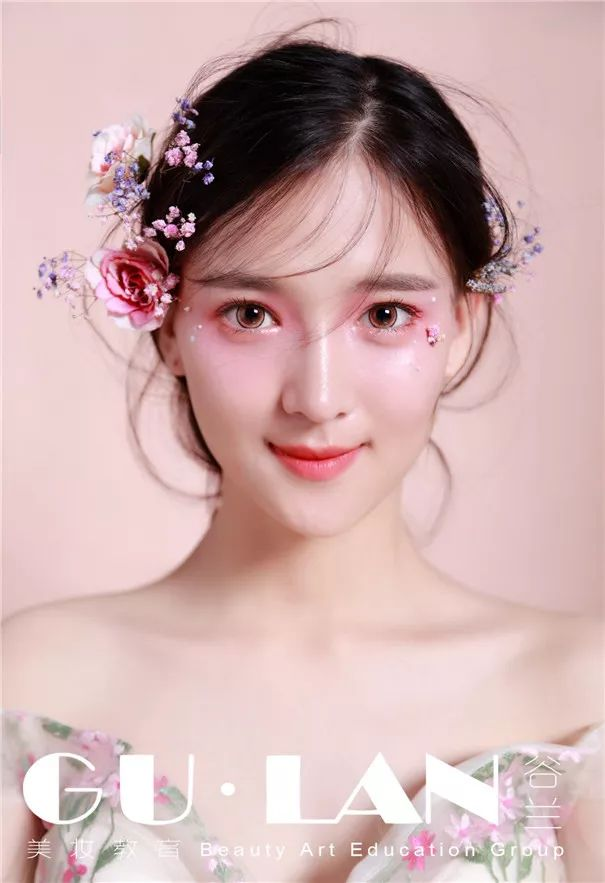 新娘化妆 |桃花妆新娘造型,减龄又粉嫩!图片
