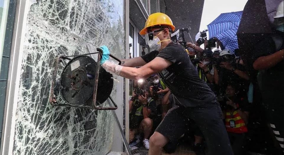 侠客岛解局:在香港,这些媒体如此煽动暴力