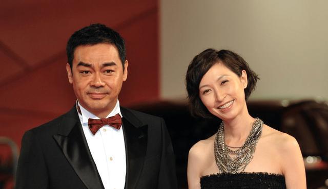 <b>刘青云夫妇带母亲复诊,一个细节凸显郭蔼明和婆婆感情真好!</b>