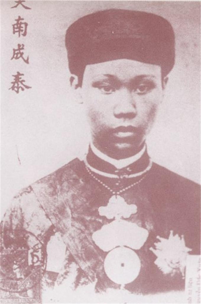 历史-越南阮朝王室相册,维新国王是个孩子,阮朝大臣是个华人(7)