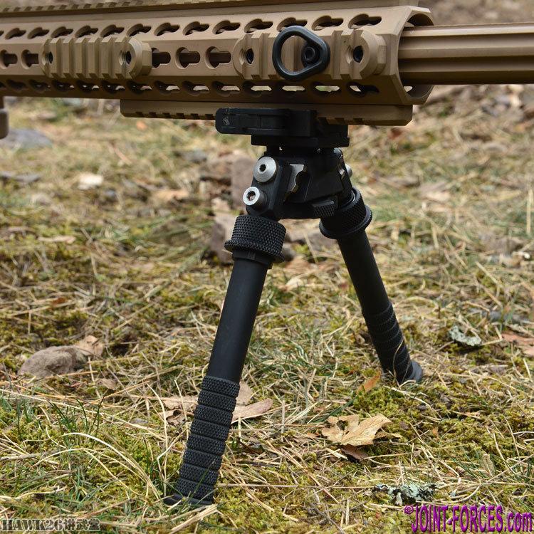 g23狙击步枪,口径.300温彻斯特马格南(7.62x67mm),1997年开始装备德军,主要为解决部署在波斯尼亚黑塞哥维那的德国稳定部队特遣队狙击手的紧急需求,与g22在相比,在枪口制退器等细节方面有所不同.