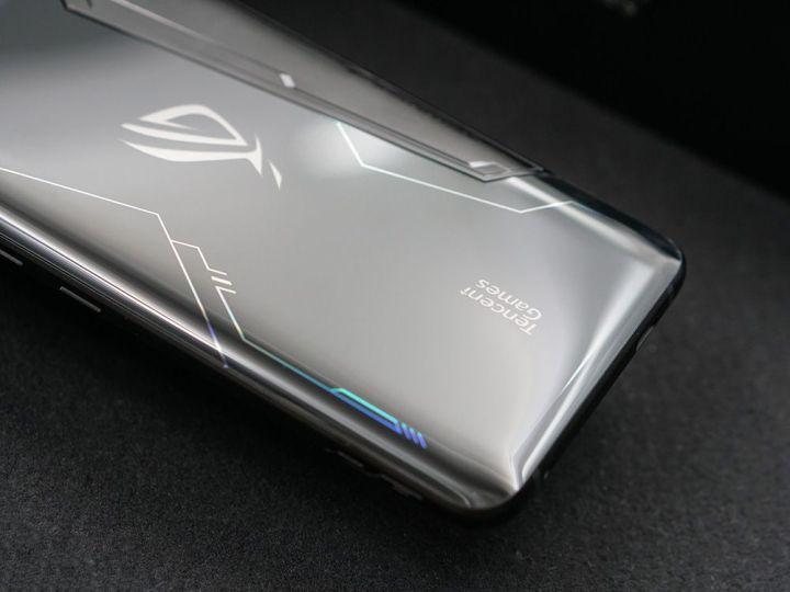 游戏综合资讯-免费yoqqROG游戏手机2图赏:硬核设计 信仰灯加持yoqq资源(5)