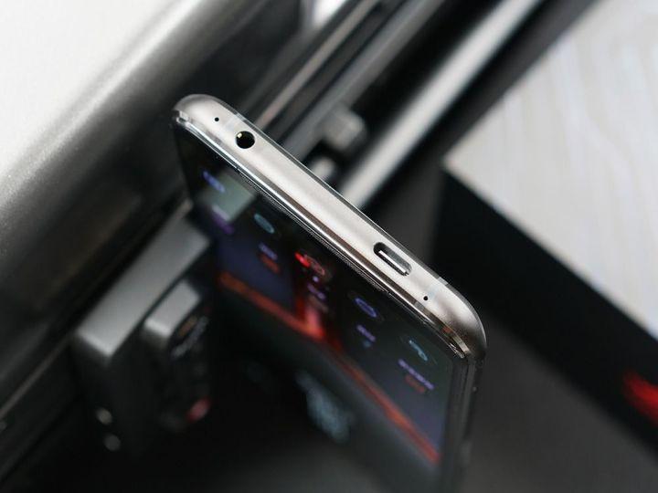 游戏综合资讯-免费yoqqROG游戏手机2图赏:硬核设计 信仰灯加持yoqq资源(15)