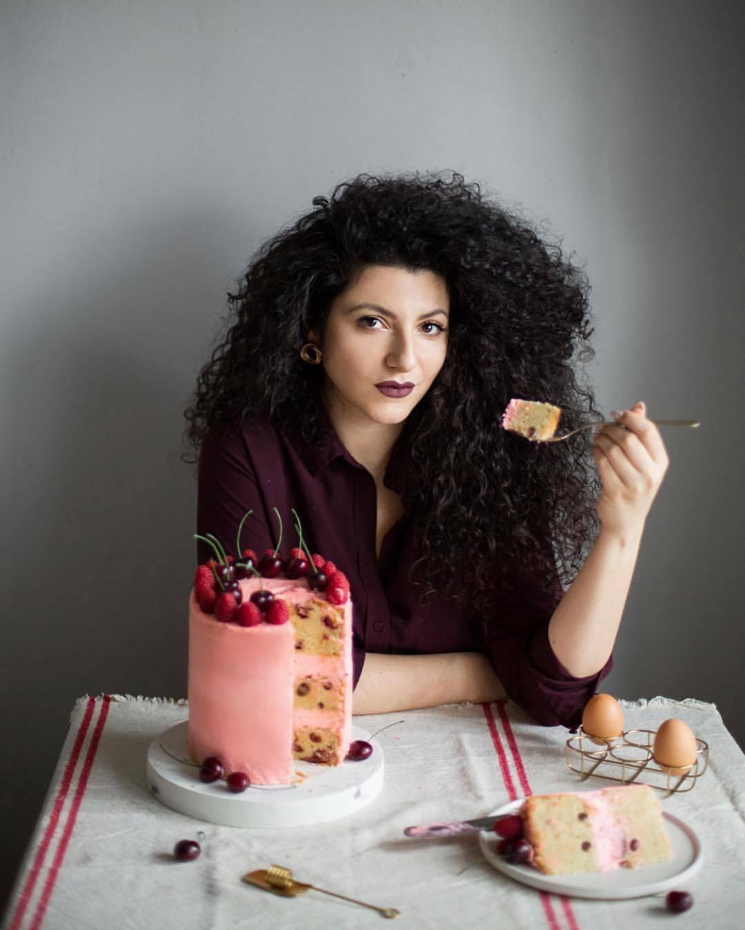 宠物-这位漂亮的美女蛋糕师,让猫咪来为蛋糕代言,将平淡无奇的蛋糕化腐朽为神奇(11)