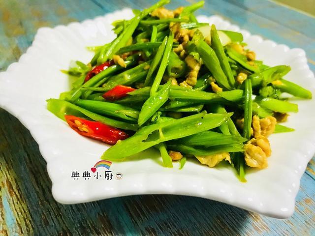 夏日餐桌常见的家常菜,简单清炒非常下饭,没食欲的时候就想吃