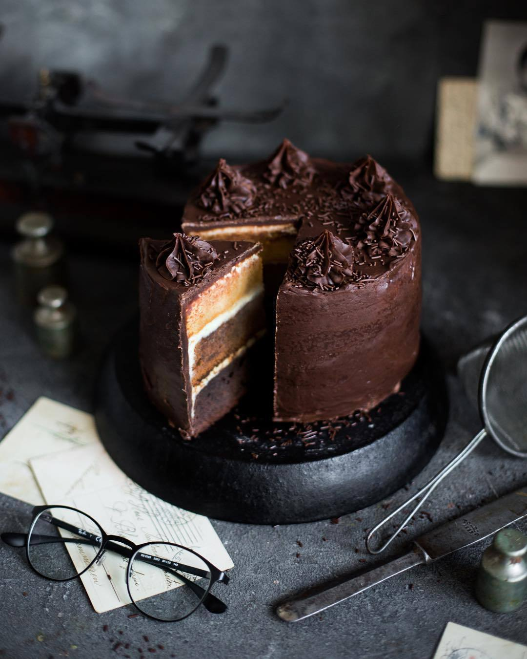 宠物-这位漂亮的美女蛋糕师,让猫咪来为蛋糕代言,将平淡无奇的蛋糕化腐朽为神奇(48)