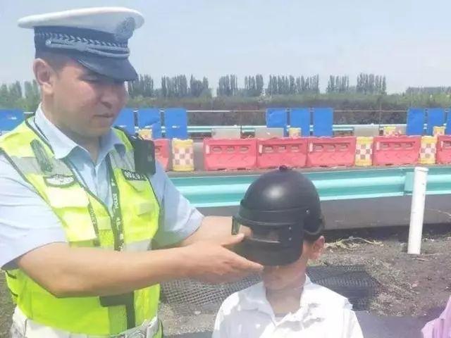 停!塑料玩具头盔可不能上路用!