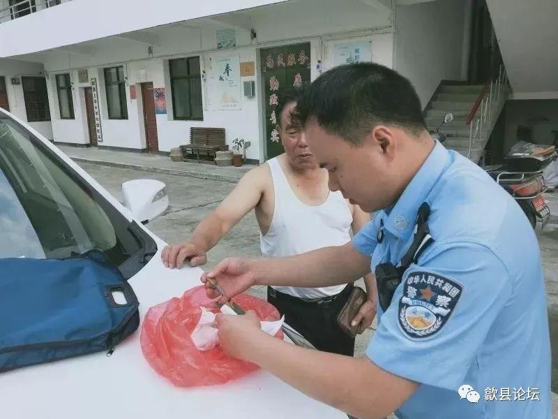 <b>歙县:孙子玩耍翻出21根雷管,村民吓坏赶紧上缴警察</b>
