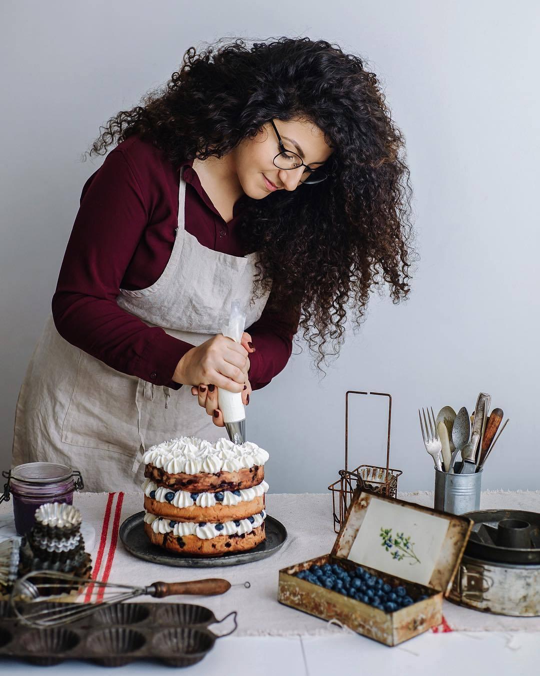 宠物-这位漂亮的美女蛋糕师,让猫咪来为蛋糕代言,将平淡无奇的蛋糕化腐朽为神奇(2)