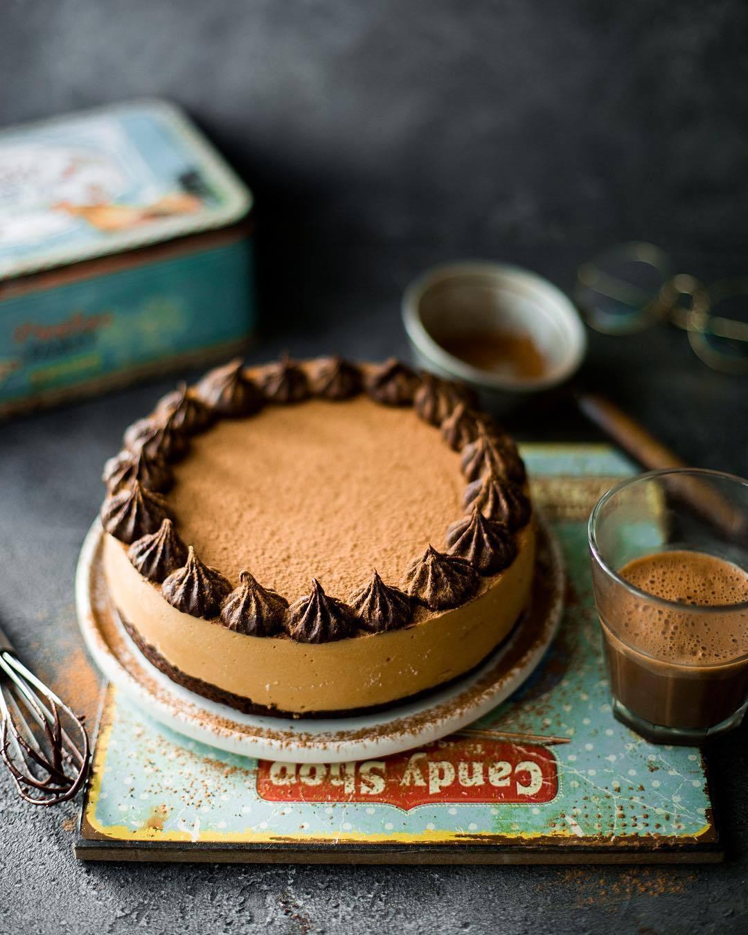 宠物-这位漂亮的美女蛋糕师,让猫咪来为蛋糕代言,将平淡无奇的蛋糕化腐朽为神奇(46)