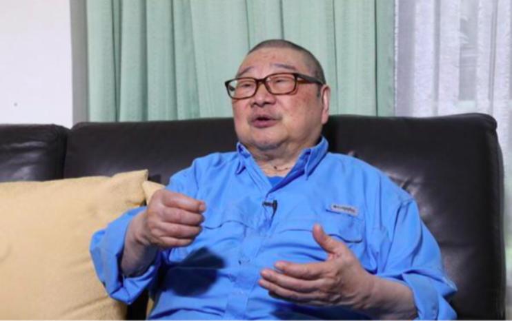 84歲倪匡近照曝光身體硬朗,與老婆結婚60年還像小情侶