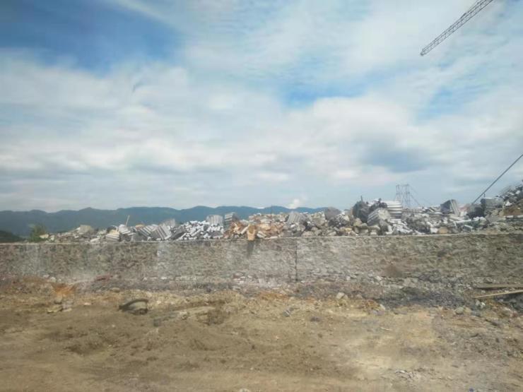 丰都仙女湖镇厢坝组团一工地违规取得土地出让使用权?