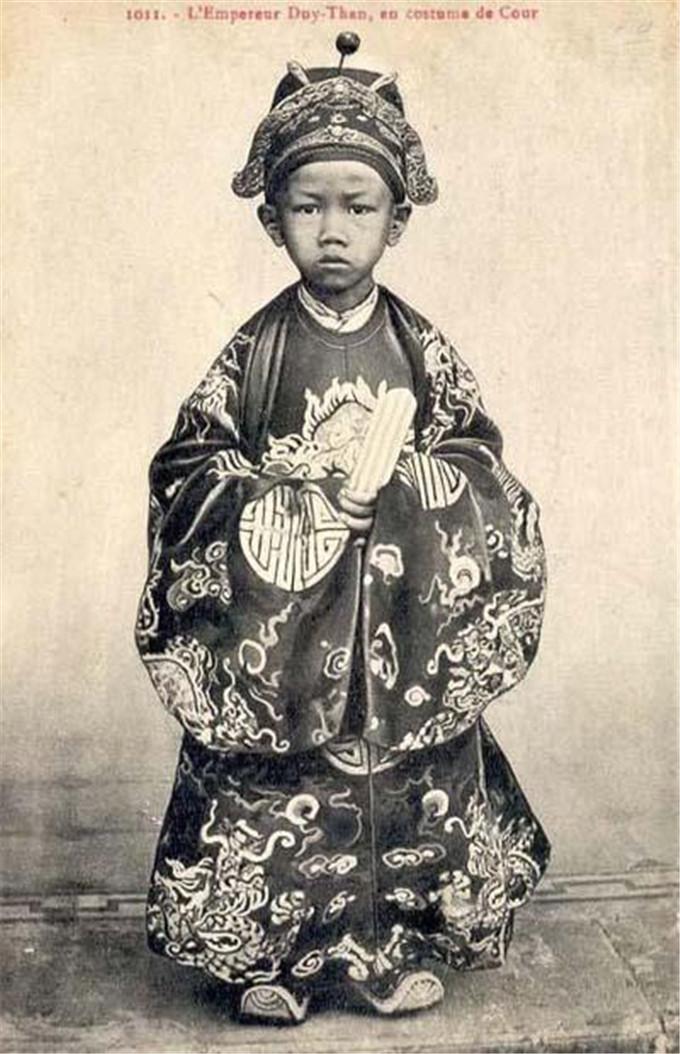 历史-越南阮朝王室相册,维新国王是个孩子,阮朝大臣是个华人(13)