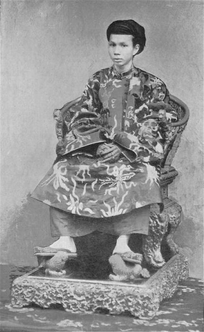 历史-越南阮朝王室相册,维新国王是个孩子,阮朝大臣是个华人(6)