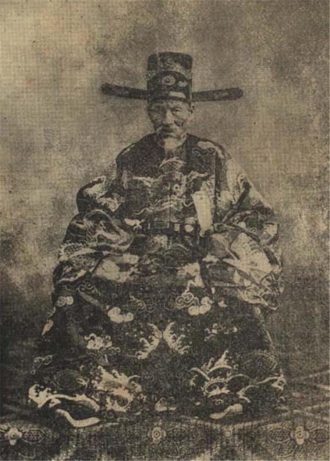 历史-越南阮朝王室相册,维新国王是个孩子,阮朝大臣是个华人(21)