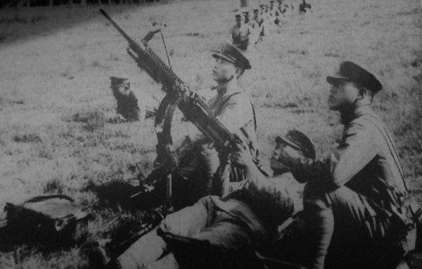 红军的壮举:在长征中用简陋的武器,竟然击落5架敌机!