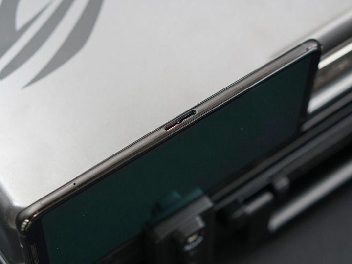 游戏综合资讯-免费yoqqROG游戏手机2图赏:硬核设计 信仰灯加持yoqq资源(9)