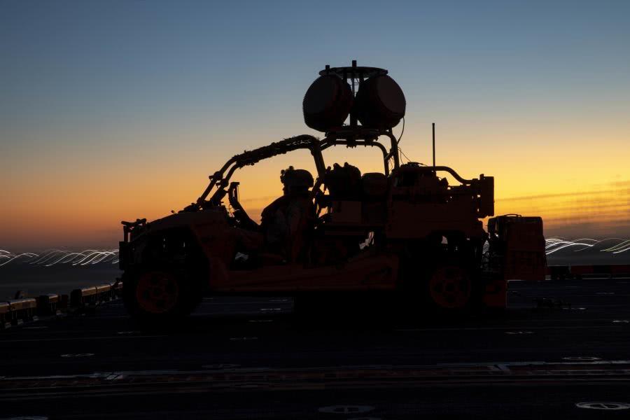 两架伊朗军机被击落!美战舰绝密武器首战告捷,俄:真正对手来了