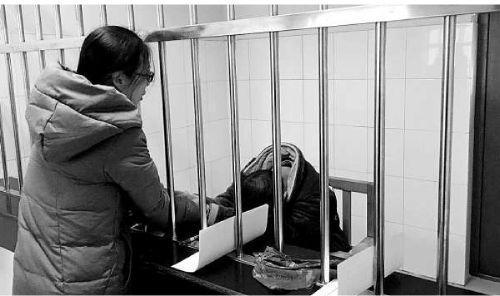 16岁少年为挣1万元人体运毒 吞47颗红枣大小的毒品