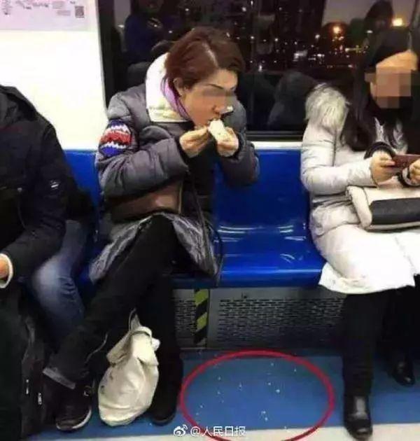 地铁上这些犯众怒的行为要被禁啦?就等你意见