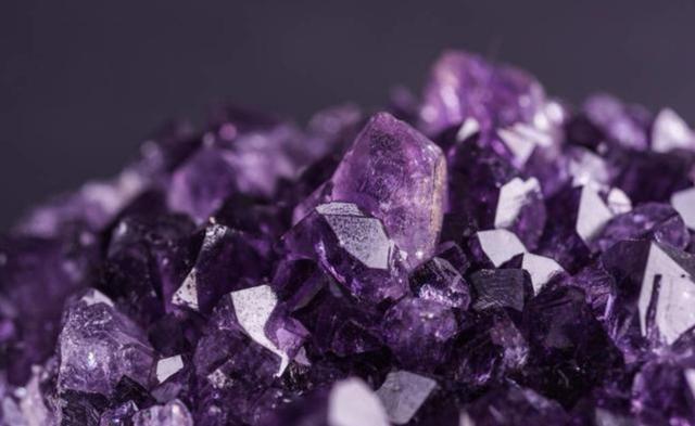 心理测试:假如你有花不完的钱你会买哪一个水晶?测你的隐藏性格