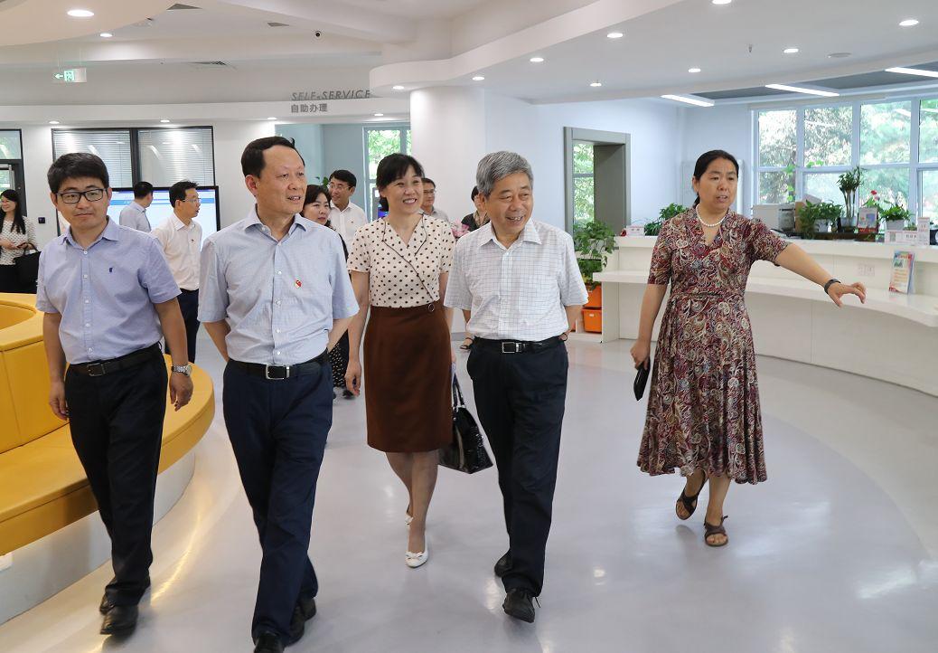 <b>两年内,教育部长为何两次探访北京十一学校?| 热点</b>