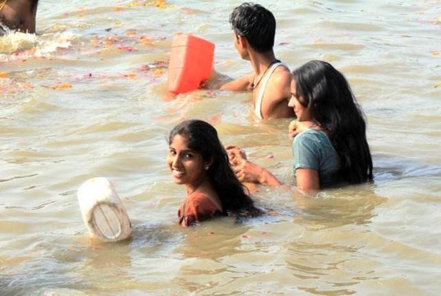 印度许多地方都发生了洪水。比哈尔邦的许多河流已经超过了警察的能力