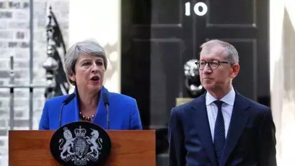 """特雷莎·梅发表告别演讲,不当首相的她,依然还是""""时尚女王"""""""