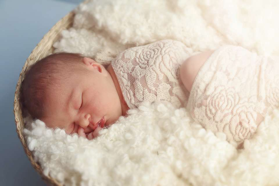 孩子分房前跟誰睡,影響其一生性格!父母應高度重視..._媽媽