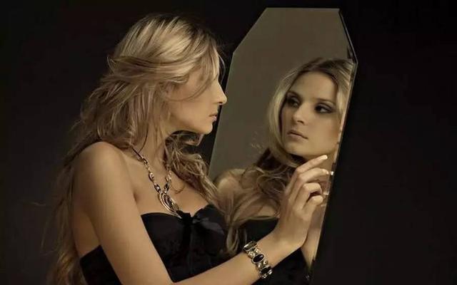 为什么照镜子时觉得自己更好看?看完答案扎心了…