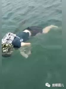 突发!旅顺海面漂来一具男尸,身背双肩包,驾照显示出年龄......