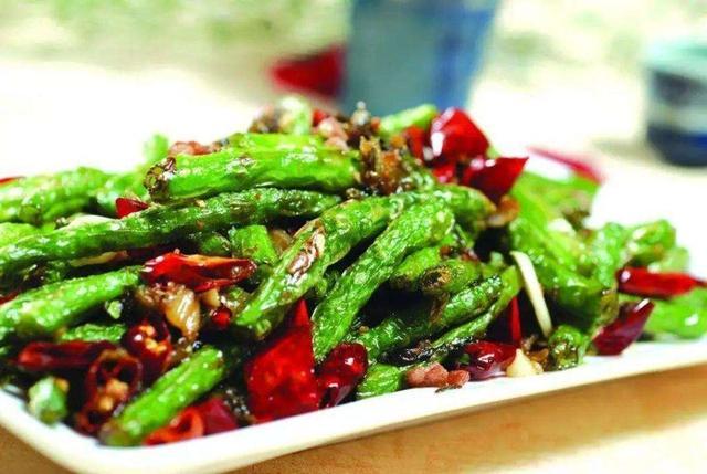 炒干煸四季豆,这2步是关键,鲜香入味不变黄,上桌最先被吃光